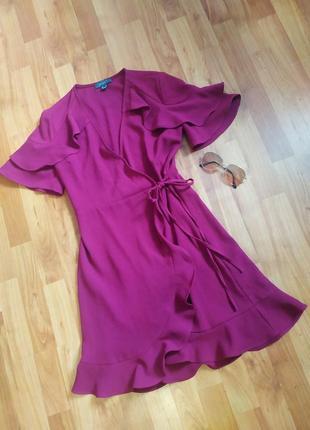Шикарне плаття на запах з рюшами