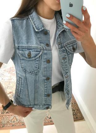 Джинсова жилетка джинсовка