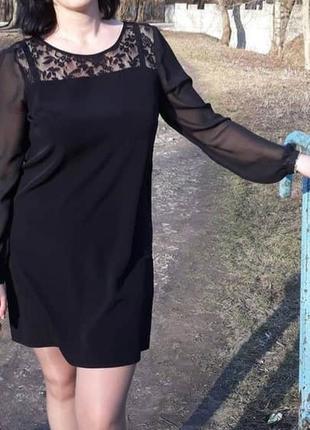 Коротке чорне плаття, ажурний верх