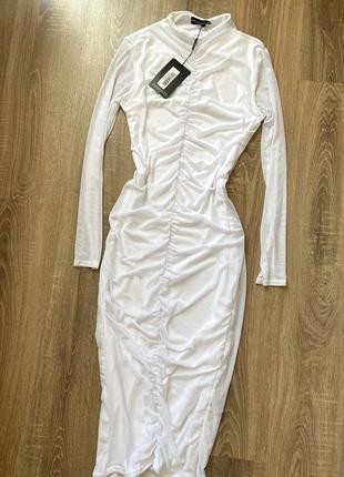 Белоснежное платье по фигуре, миди со сборкой {в сеточку} эластичное
