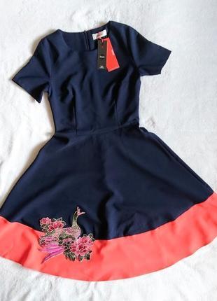Новое красивое платье s
