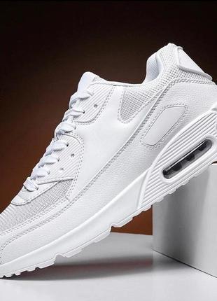 Белые и черные классические кроссовки под nike air max