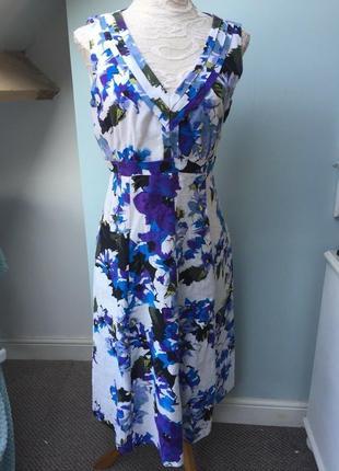 Льняное платье в нежный цветочный принт миди длины в идеале плюс сайз