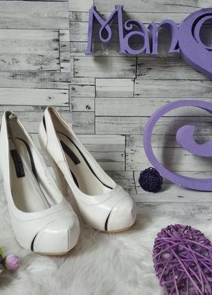 Белые туфли silver rose на каблуке