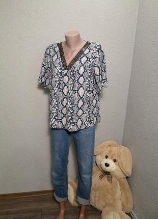 Шикарная блуза в актуальный принт