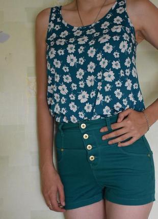 Высокие зеленые шорты