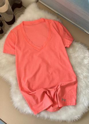 Яркая оранжевая футболка under armour