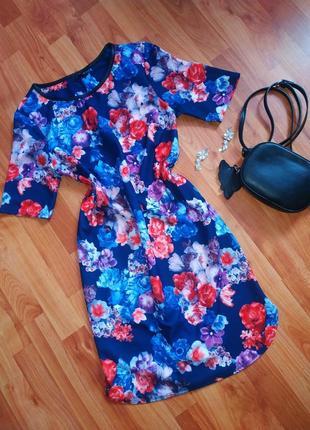Яскраве плаття з квітами