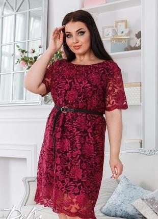 Красивое в платье с итальянским кружевом