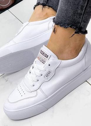 Кросовки жіночі