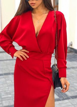 Шикарное красное миди платье с декольте и разрезом