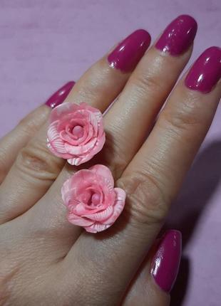 Миниатюрные серьги цветы гвоздик ручн раб полимерн глина