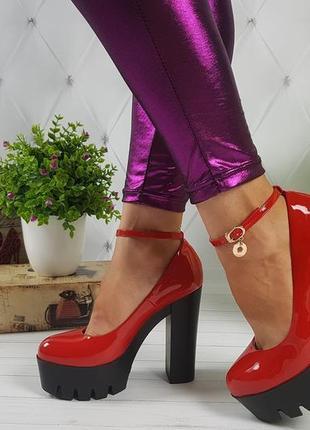 Туфли красные на каблуке