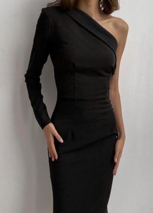 Эффектное облегающее платье
