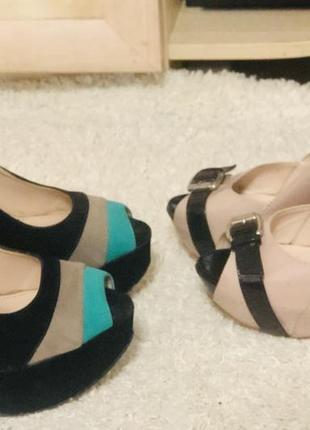 Красивые нарядные туфли на высоком каблуке и платформе