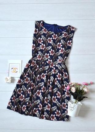 Красиве плаття в квіти