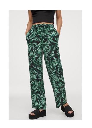 Атласные широкие брюки штаны тропический принт листья в пижамном стиле