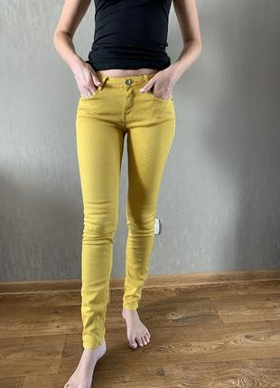 Желтые джинсы zara