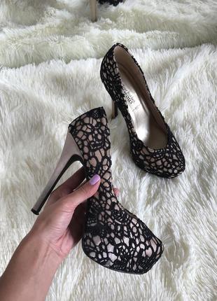 Туфли с кружевом