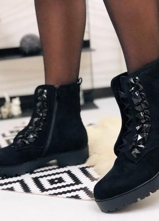 Замшевые ботинки шнуровка с украшением. наложка 💋