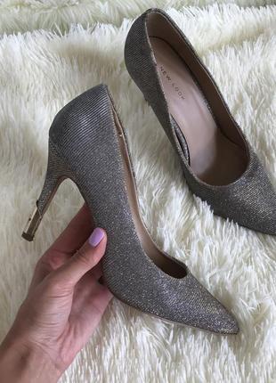 Идеальные блестящие туфли лодочки