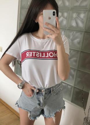 Белая футболка с надписью hollister