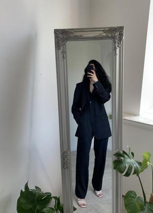 Стильный базовый черный костюм