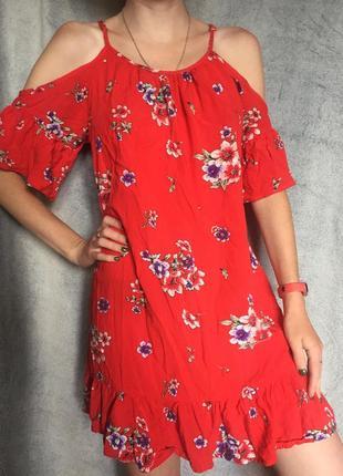 Шикарное красное платье в цветочек