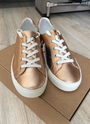 Базовые кеды , кроссовки от бренда mango , новые с коробкой