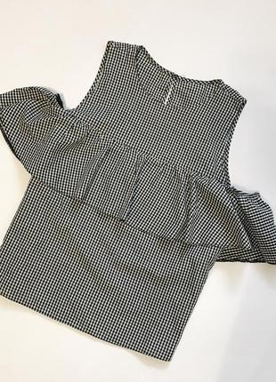 Блуза з воланом
