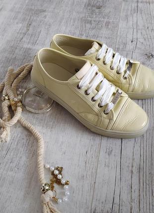 Оригинальные лаковые кожаные сникерсы кроссовки кеды от gucci светлые