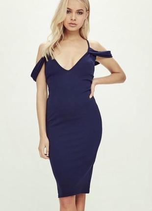 Темно-синее вечернее коктейльное платье по фигуре с открытыми плечами missguided