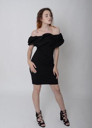 Чёрное платье открытые плечи с воланами мини