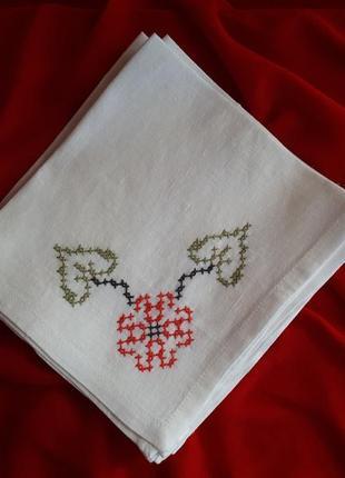 Набор салфеток с вышивкой.