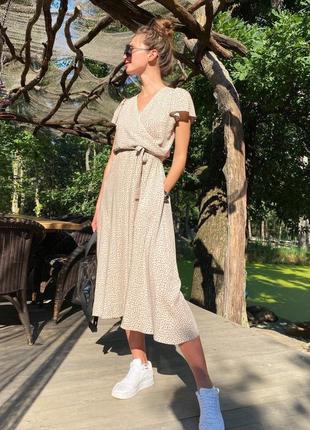 Платье в горошек миди