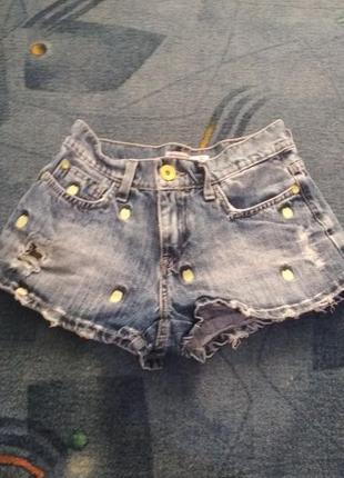 Джинсовые шорты, летние шорты, шорты с нашивками