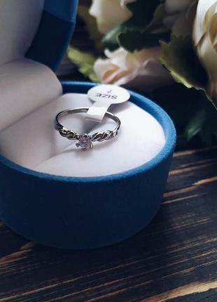 Нежное женское серебрянное колечко с камушком
