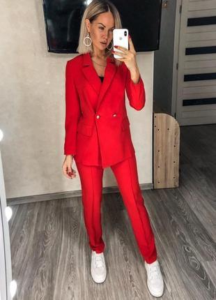 Женский брючный красный костюм