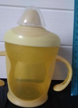 Жёлтая чашка непроливайка, поильник