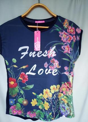 Темно синяя удлиненная футболка оверсайз с цветочным принтом