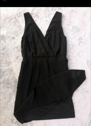 Лёгкое чёрное платье