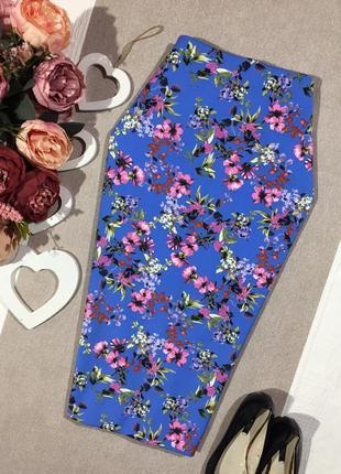 Шикарная юбка по фигуре в цветочный принт.
