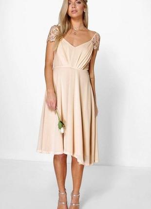 Платье новое с бирками шифоновое классическое бежевое персиковое boohoo миди