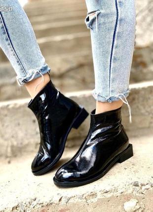 Ботиночки лак натуральный черные