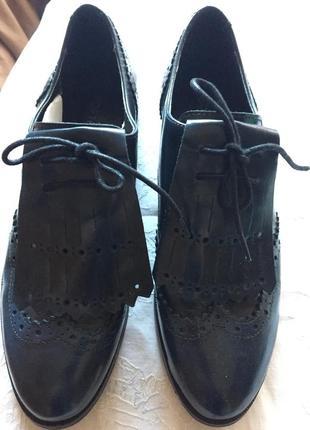 Шикарные португальские туфли 41 размера