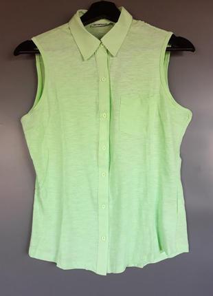 Летняя рубашка без рукавов салатного цвета