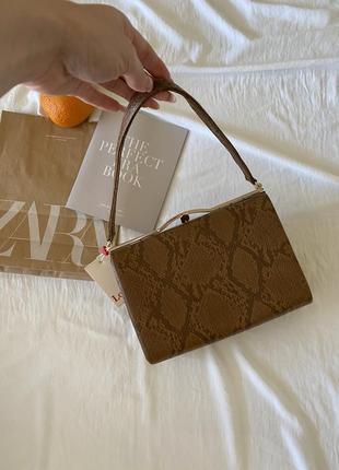 Louche светло-коричневая сумка с каркасом в змеиный принт оригинал