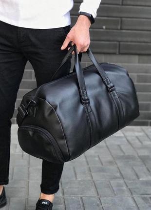 Большая спортивно-дорожная сумка с отделом для обуви.