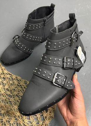 Новые серые демисезонные ботинки, ботильоны, челси под кожу с ремешками/фурнитурой primark