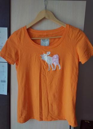 Актуальна, стильна футболка